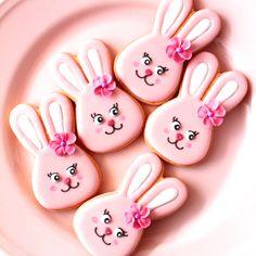Bunny icing cookies