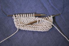 Our sample is knitted at a loose gauge on needles that are too big so we can really see the structure!
