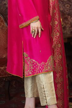 Nazneen (Two Piece) Pakistani Fashion Party Wear, Pakistani Dresses Casual, Pakistani Dress Design, Pakistani Suits, Indian Dresses, Embroidery On Clothes, Embroidery Fashion, Embroidery Dress, Hand Embroidery
