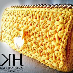 Pochette a punto stella: tutorial passo passo Bolso crochet amarillo Crochet Clutch Bags, Crochet Handbags, Crochet Purses, Crochet Bags, Crochet Star Stitch, Crochet Diy, Stitch 2, Crochet Designs, Crochet Patterns