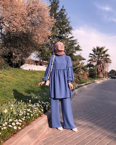 Amazing Summer Outfits you must Copy Now! Hijab Fashion Summer, Modest Fashion Hijab, Modern Hijab Fashion, Hijab Fashion Inspiration, Abaya Fashion, Muslim Fashion, Fashion Dresses, Mode Abaya, Mode Hijab