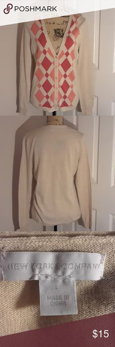 New York & Company Argyle Sweater Preowned, still in very good used condition without any holes, stains or markings  as shown in pictures New York & Company Sweaters