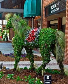 Horse Topiary at the Annual South Carolina Festival of Flowers, 2010 - photo from la bella vita cucina