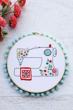 Floral Sewing Machine Pattern and Needle Minder (Flamingo Toes) Floral Embroidery Patterns, Embroidery Hoop Art, Geometric Embroidery, Tatting Patterns, Machine Applique Designs, Sewing Machine Projects, Sewing Machines, Sewing Machine Embroidery, Sewing Notions