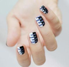black-and-white-striped-nail-art