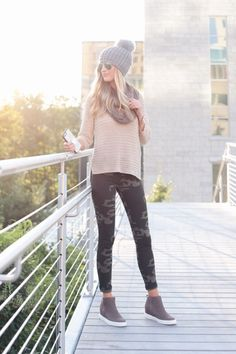How to Style Camo Leggings for Fall Two Different Ways - - Camo can be a surprising pattern for fall but it works great. Try pairing camo with jeans or with your favorite knits for the perfect fall outfit. Camo Leggings Outfit, Fall Leggings, Leggings Fashion, Leggings Sale, Cheap Leggings, Printed Leggings, Shorts Sale, Outfit Ideas With Leggings, Leopard Leggings