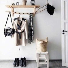 One of many examples of creative ideas that you can actually build is a hat rack. Take a look at these DIY hat rack ideas! Hallway Inspiration, Interior Design Inspiration, Hallway Ideas, Diy Hat Rack, Contemporary Hallway, Modern Contemporary, Halls, Small Hallways, House Entrance
