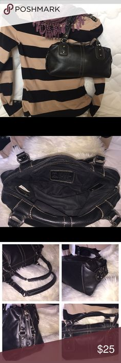 """Relic shoulder or handbag. Black. Adorable! 🖤 Relic small bag. Black. Beautiful!  Great hardware and detail. Heavy accent stitching. Two pockets inside-one open and one zip closure. Measures 12x6""""; handle drop 6.5"""". Approximates. 🖤🖤🖤🖤 Relic Bags Satchels"""
