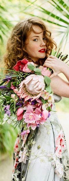 Love Flowers, Beautiful Flowers, Wedding Flowers, Protea Wedding, Flower Farm, Floral Fashion, Bride Bouquets, Lady, Her Hair