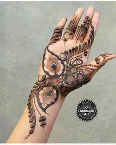 Khafif Mehndi Design, Rose Mehndi Designs, Full Hand Mehndi Designs, Mehndi Designs 2018, Henna Art Designs, Modern Mehndi Designs, Mehndi Designs For Girls, Mehndi Design Photos, Wedding Mehndi Designs