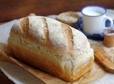 Nincs itthon kemencém.....de nem adom fel. Egyre jobban szeretjük a vastagabb héjú, rusztikus kenyereket. A kemence ilye...