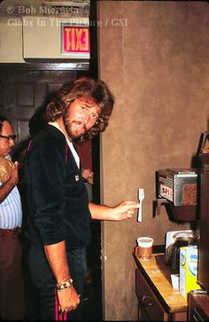 Bee Gees website Gibb Service International, Gibbs in the Picture Page 11
