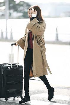 Kpop Girl Groups, Kpop Girls, Airport Style, Airport Fashion, Street Fashion, Bear Makeup, Gfriend Sowon, Asian Fashion, Fashion Online