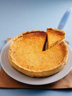 Γλυκιά τάρτα με κολοκύθα και τζίντζερ #κολοκύθα #τάρτα Sweet Pie, Types Of Food, Cornbread, Hummus, Sweets, Cake, Ethnic Recipes, Desserts, Magazine