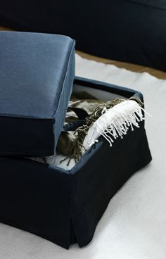 Now, that's one sneaky way to get organized around the sofa! The EKTORP BROMMA footstool opens up for some hidden storage space - great for extra blankets, movies, or games.