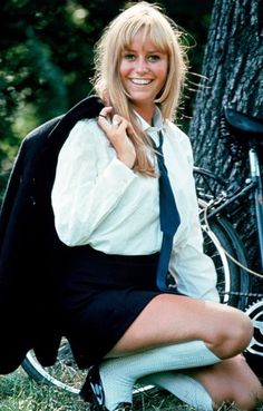 Susan George (blightybimbos:) Not sure this picture would be regarded as very wise or tasteful these days… Susan George Actress, Divas, 60s Tv Shows, Deathrock Fashion, Grace Slick, Tv Girls, Olivia Newton John, Sixties Fashion, Iconic Movies