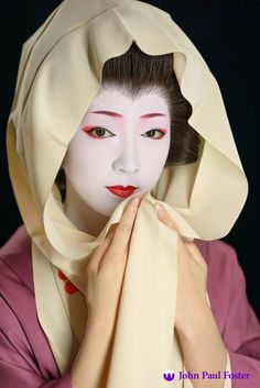 The geisha Toshikana of Miyagawa-cho, Kyoto Geisha Japan, Geisha Art, Japanese Geisha, Kyoto Japan, Japanese Beauty, Japanese Kimono, Geisha Makeup, Okinawa Japan, Memoirs Of A Geisha