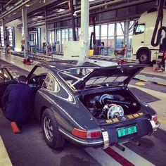 Met een klassieke Porsche 911 bij de #importkeuring van het RDW in Nieuwegein. #import #RDW #Keuring #importeren #Porsche #911