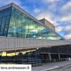 Oslo Operahuset. Flott! #reiseblogger #reiseliv #reisetips #reiseråd  #Repost @lena.andreassen.9 with @get_repost  Operahouse 21/1-18