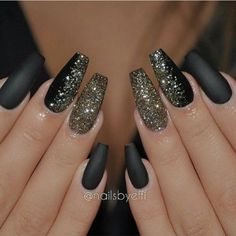 Coffin nails shape are like the ballerina shoes. It's elegant and convenient. Wanna try coffin nails this fall? Check out what kind of nailsart of coffin nails you like. New Year's Nails, Fun Nails, Hair And Nails, Nails 2016, Acrylic Nail Designs, Nail Art Designs, Nails Design, New Years Nail Designs, Black Nail Designs