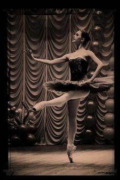 Балет и Опера :: Просмотр темы - Фотографии для красоты 3 Ballet Dance, Statue, Beauty, Art, Dance Ballet, Ballet, Sculpture, Sculptures