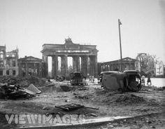 Brandenburg Gate, Berlin 1945 Travel Photographic Print - 61 x 46 cm Berlin 1945, Neue Wache, Revolution, 1940s Photos, Kaiser Wilhelm, Brandenburg Gate, Famous Castles, Cities In Europe, London