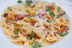 Receta de cocina: Farfalle con salsa de tomates cherry y hierbas frescas
