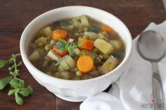 erbseneintopf mit räuchertofu .  // nikesherztanzt #vegan #veggie #suppen #rezept #eintopf #erbsen Pot Roast, Soup, Ethnic Recipes, Dinner, Wordpress, Vegan, Drink, Nike, Soups And Stews