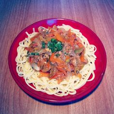 #tallaríns con #verduriñas e #mollo #thai #vegan #veganfood #veganfoodporn #veganfoodshare #plantbased #plantstrong #instafood #instafoodie #thaifood #pasta #tagliatelle