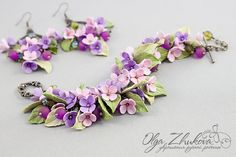 Bracelet and earrings with flowers by polyflowers -- I was on the verge of hyperventilating when I first caught sight of this....