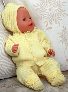 http://www.doll-knitting-patterns.com/images/0057-strikk-dukkeklaer-0.jpg