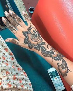 Peacock Mehndi Designs, Modern Henna Designs, Mehndi Designs For Girls, Mehandi Designs, Asian Bridal Dresses, Latest Mehndi, Stylish Girls Photos, Henna Patterns, Mehendi