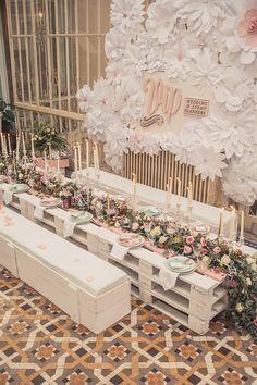 ¡Espectacular decoración! Preciosa decoración de mesa de VIP Comunicación wedding & event planner {Foto, Patricia Murcia} #weddingdecoration #decoracionbodas #tendenciasdebodas