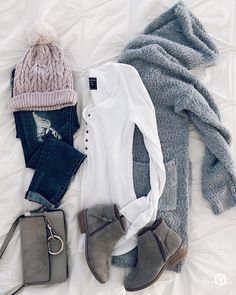 fall winter outfits Once In a While, The Women of - winteroutfits Black And White Outfit, White Outfits For Women, Clothes For Women, Black Outfits, Outfits With Grey Boots, Black White, Grey Boots Outfit, Mode Outfits, Casual Outfits