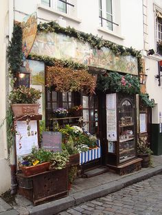 Paris storefront, Le Poulbot, le Montmartre.  Photo by pic_person (no name given), Flickr (http://www.flickr.com/photos/8479882@N02/3501178833/).