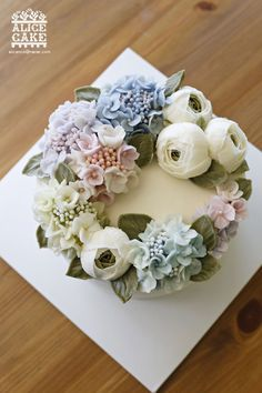 The most beautiful buttercream flower cake I have ever seen. Fancy Cakes, Cute Cakes, Pretty Cakes, Korean Buttercream Flower, Buttercream Flower Cake, Bolo Floral, Floral Cake, Cupcakes Flores, Gateaux Cake