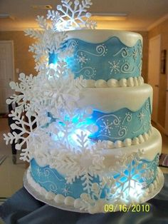 Snowflake frozen Elsa cake for 2014 Halloween party - birthday party, disney, pastel blue #Halloween