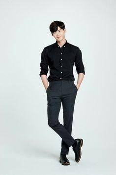 Lee Jong Suk Limited Edition Branded Cellphones Goes on Sale in China in November Lee Jong Suk Cute, Lee Jung Suk, Asian Actors, Korean Actors, Lee Jong Suk Wallpaper, Young Male Model, Park Hyung, Park Bo Gum, Han Hyo Joo