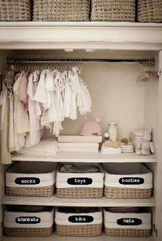 7 ideas para organizar un closet infantil Baby Room Boy, Baby Nursery Closet, Baby Nursery Decor, Baby Bedroom, Baby Decor, Girl Room, Kids Bedroom, Baby Girl Closet, Girl Nursery