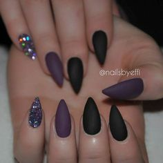 38 Best Ideas For Nails Black Stiletto Color Combos Get Nails, Prom Nails, Hair And Nails, Stelleto Nails, Black Acrylic Nails, Matte Nails, Black Stiletto Nails, Black Nails With Glitter, Black Stilettos