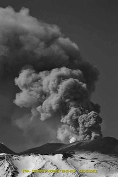 Etna in black and white on - photo Salvatore Lo Giudice Active Volcano, Sicily Italy, Beautiful Places In The World, Volcanoes, Amazing Nature, Mother Nature, Clouds, Earth, Explore