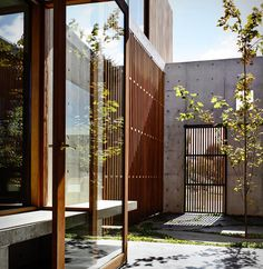 The Design Chaser: Torquay Concrete House by Auhaus Architecture LiKE bY AtElIEr. The Design Chaser: Torquay Concrete House von Auhaus Architecture Design Studio, House Design, Architecture Résidentielle, Futuristic Architecture, Internal Courtyard, Concrete Houses, Concrete Walls, Interior And Exterior, Exterior Design