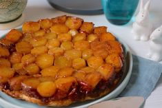 Ottolenghi Surprise tatin (made with baby potatoes) Toddler Muffins, Baby Muffins, Beignets, Chefs, Mozzarella, Yotam Ottolenghi, Ottolenghi Recipes, Yellow Foods, Gel Food Coloring