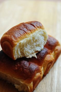 May have to see how it would do using gluten free flour. Hokkaido Milk Bread - Soft Bread Recipe using Tangzhong Method Bread Machine Recipes, Easy Bread Recipes, Baking Recipes, Sweet Recipes, Cake Recipes, Ciabatta, Quiches, Soft Bread Recipe, Hokkaido Milk Bread