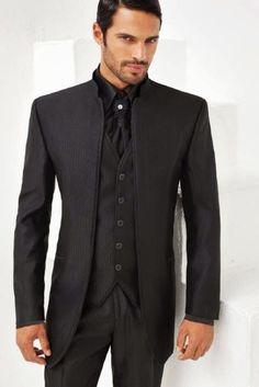 Abito nero con camicia grigia
