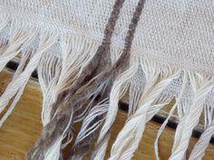 Hilo tejido en telar, ideal para mantas de verano, pie de cama, cubre sillón y más.