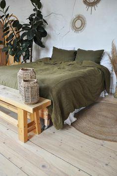Olive Bedroom, Earthy Bedroom, Bedroom Green, Room Ideas Bedroom, Aesthetic Bedroom, Home Bedroom, Bedroom Decor, Olive Green Rooms, Bed Linen Sets