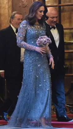November 2017 - Catherine Duchess of Cambridge attends Royal Variety Performance in London. Kate Middleton Dress, Kate Middleton Style, Prince William And Catherine, William Kate, Duke And Duchess, Duchess Of Cambridge, Kate And Harry, Princesa Kate, Kate Dress