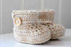The Wrap Around Baby Boots – Free Crochet Pattern free crochet pattern baby boots Crochet Pattern Free, Crochet Boots Pattern, Crochet Socks, Booties Crochet, Crochet Patterns, Baby Booties, Baby Shoes, Kids Crochet, Scarf Crochet