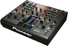 Imagine the things to do with this goody :) Mixer Dj, Technics Turntables, Digital Dj, New Dj, Professional Dj, Pioneer Dj, Dj Gear, Dj Equipment, Blue Hydrangea
